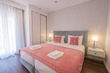 Quarto de casal com 2 camas individuais com boa exposição solar