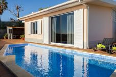 Private pool with sun loungers and views of Funchal